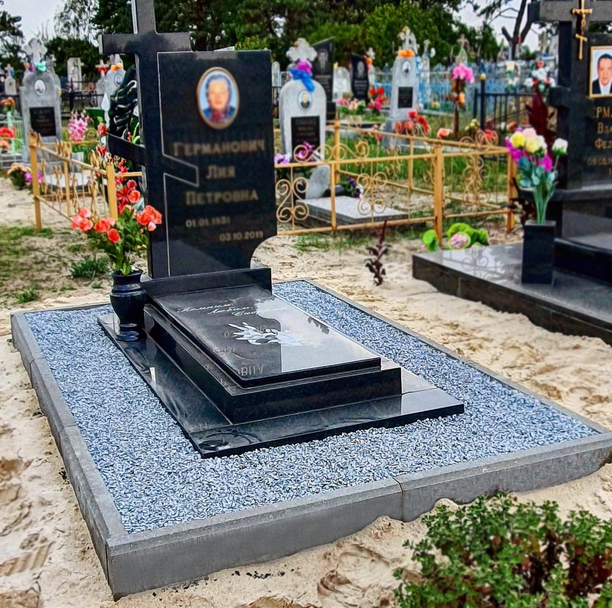 Благоустройство могил декоративной крошкой