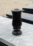 Гранитные вазы на могилу фото